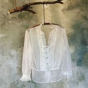 Vintage blouse with raffle detail white top